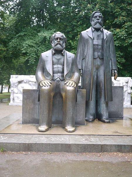 marx_engels_statue_
