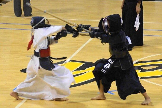 Lutadores de kendo competindo